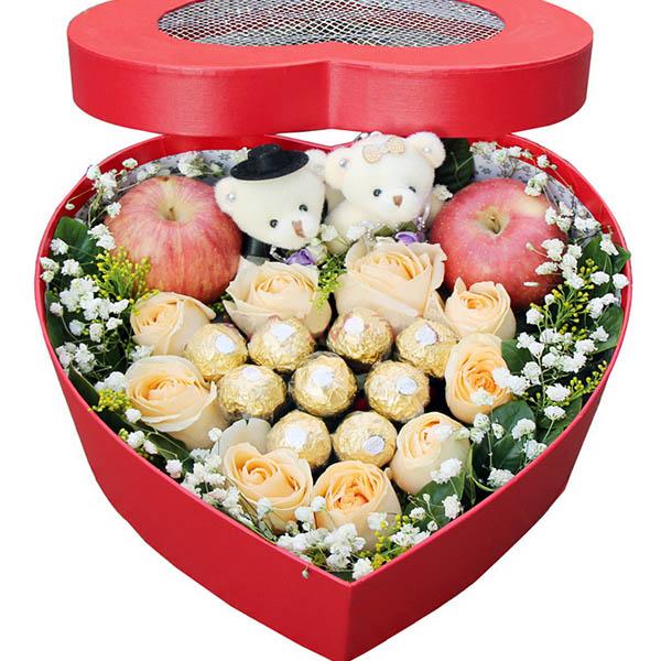 9朵香槟玫瑰,9颗巧克力,两个苹果,2个小熊,搭配配花