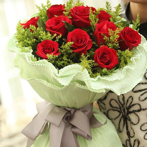 11朵红玫瑰,搭配黄莺